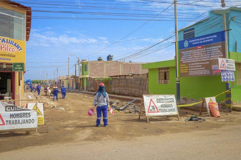 Punta de Bombón: Continúan avances en obras viales en barrio Santa Rosa