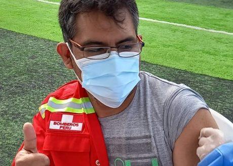 Vacunan a 31 bomberos de Mollendo contra el Covid-19