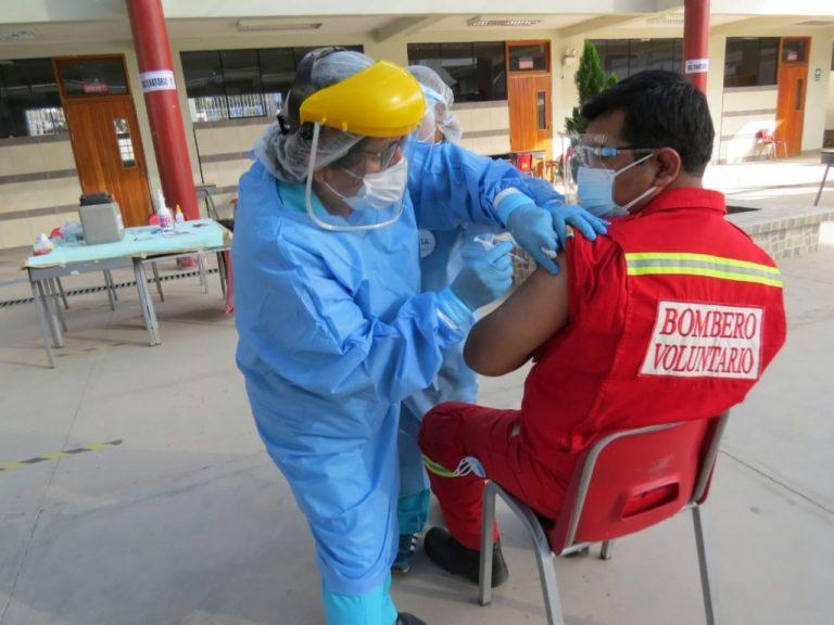ilo: Bomberos reciben segunda dosis de vacuna contra Covid-19