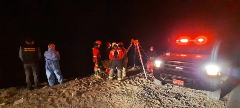 Vehículo cae a precipicio en la costanera y mueren sus 2 ocupantes