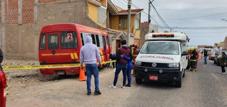 Ilo: Cúster se despista y mata a mujer en la Pampa Inalámbrica
