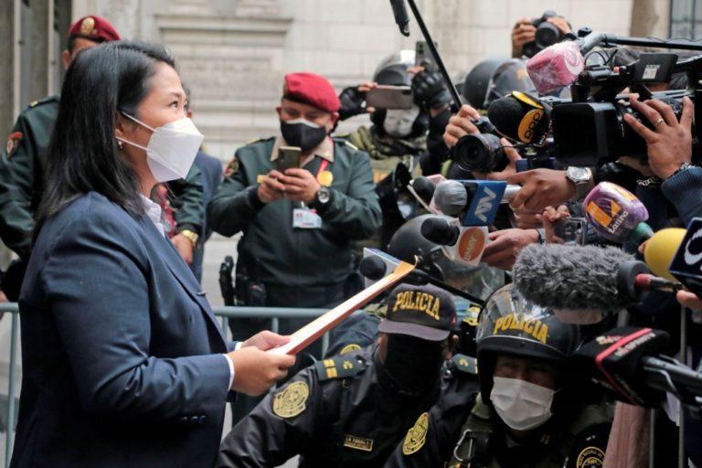 Keiko Fujimori entregó pedido de auditoría a elecciones