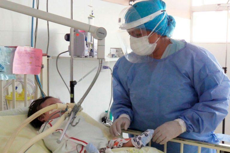 Tres menores de edad con covid-19 permanecen en UCI del Hospital Honorio Delgado