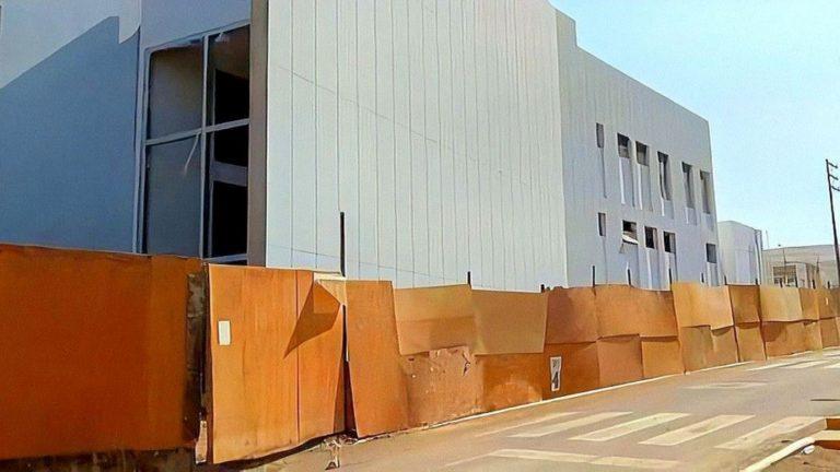 Mini hospital de Cocachacra al 95% de construcción