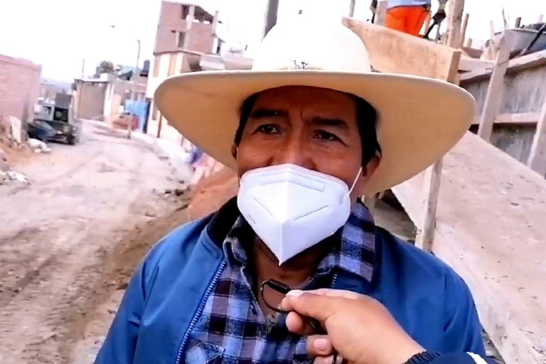Alcalde Richard Ale, verifica obras municipales en calles de El Arenal