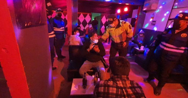 """Clausuran local nocturno """"Bunker"""" al encontrarse gente tomando licor"""
