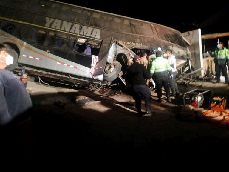 Un muerto y 23 heridos deja vuelco de ómnibus en carretera Arequipa – Camaná