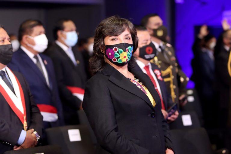 Dina Boluarte pidió licencia de 5 años en Reniec para no quedarse sin el cargo