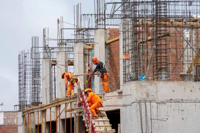 Ejecución de obras: alcaldes de Cuchumbaya y Coalaque aleccionan a colegas