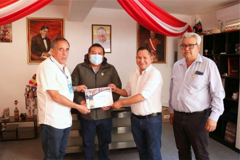 Reconocen a alcalde Abraham Cárdenas como Ciudadano Bicentenario – Perú 2021