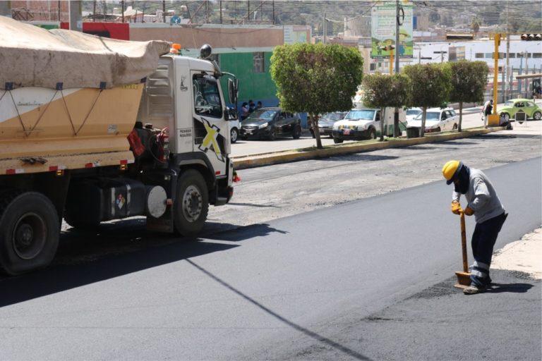 Moquegua: Aceleran trabajos de colocación de asfalto en caliente en la Av. Ejército