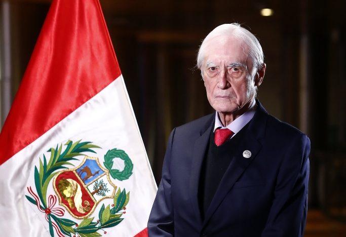 Héctor Béjar presentó su renuncia a la Cancillería