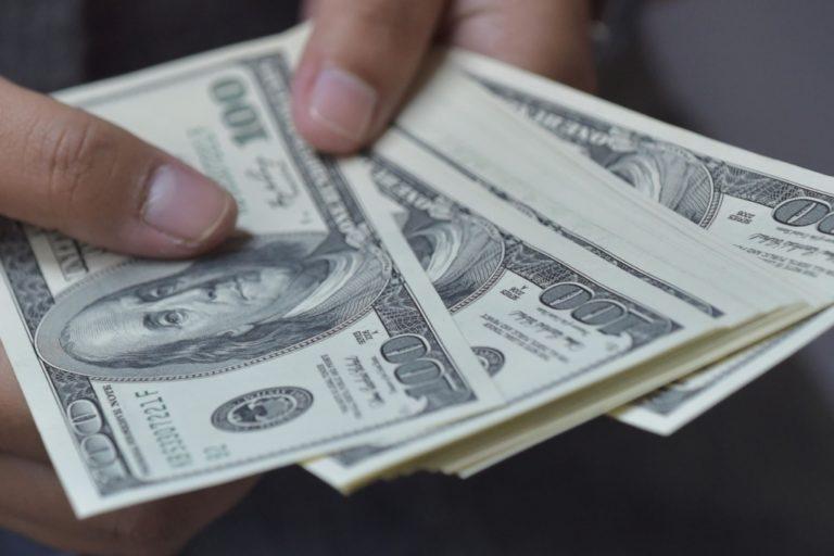 Julio Velarde entre el dólar y el oro