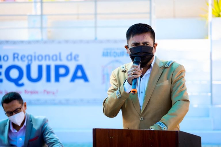 Cáceres Llica advierte a no vacunados que se restringirá ingreso a eventos