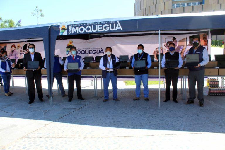 Moquegua: Entregan laptops faltantes a estudiantes de sexto de primaria y quinto de secundaria
