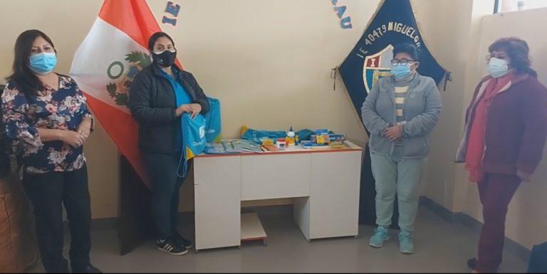 Municipio entrega de kits educativos para colegios de Matarani