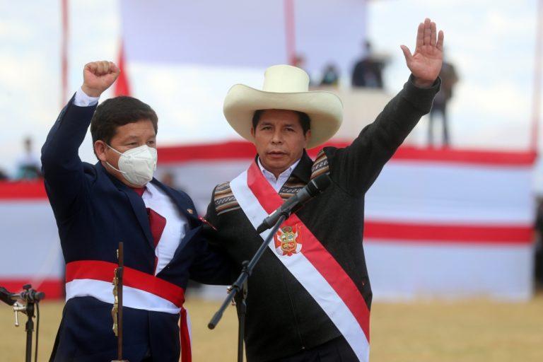 Denuncian constitucionalmente al presidente Pedro Castillo y al premier Guido Bellido