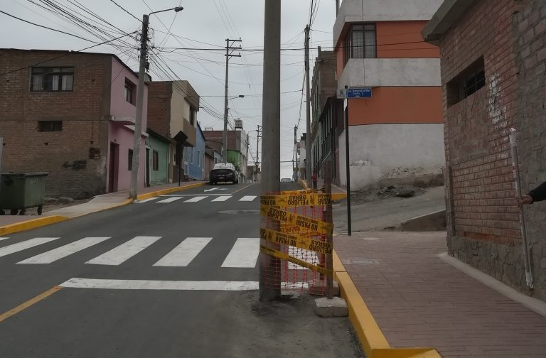 Mollendo: En 15 días retirarían poste de la pista en la calle Puno