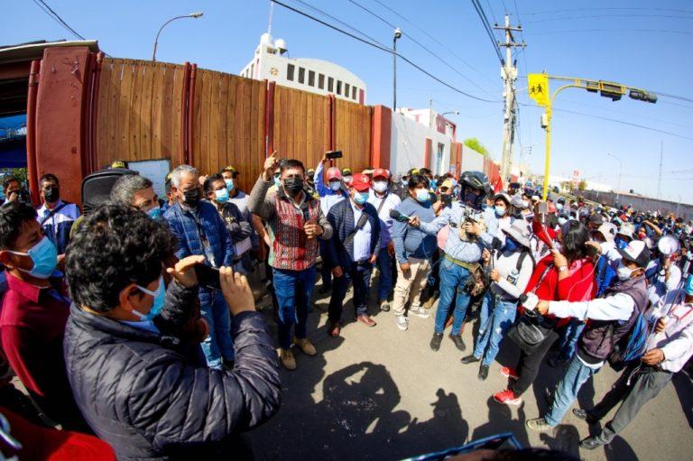 Cáceres Llica se reúne con dirigentes de construcción civil