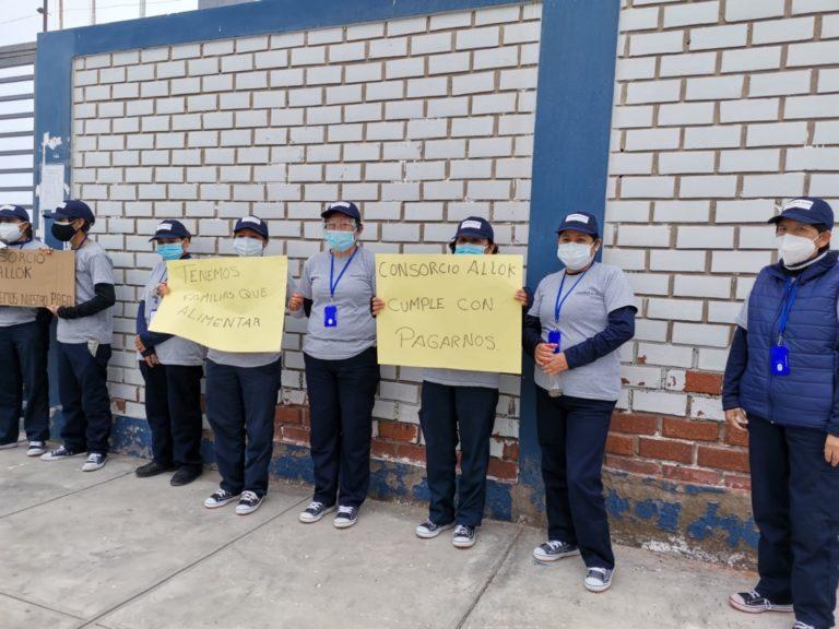 No pagan sueldos: trabajadoras de limpieza del Ministerio Público realizan plantón