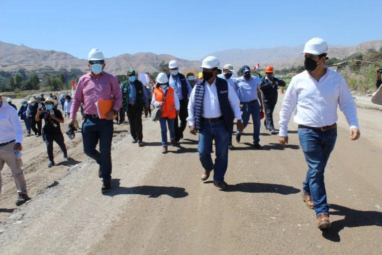 Moquegua: Director ejecutivo de PROVÍAS supervisó obra del malecón ribereño