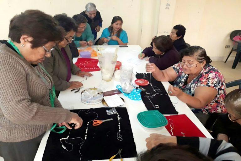 Matarani: implementan taller de manualidades