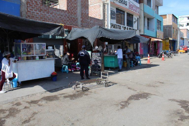 Moquegua: Vendedoras de alimentos de la calle Bolognesi incumplen norma sanitaria