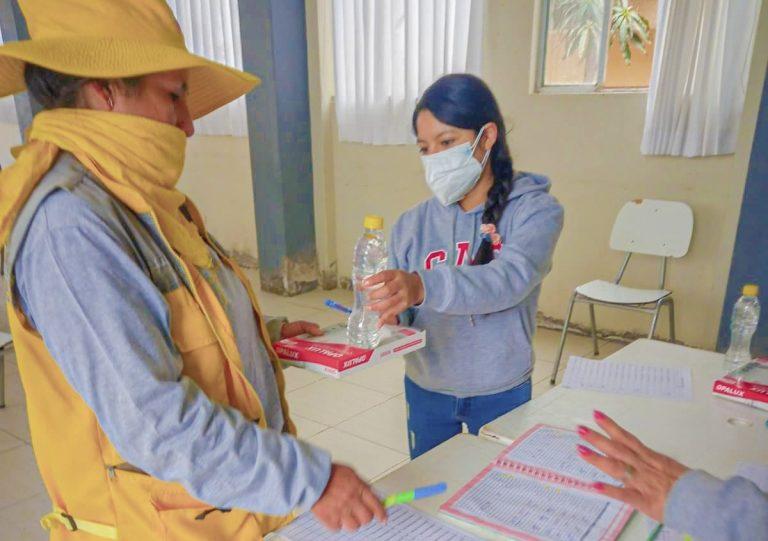 Punta de Bombón: entregaron kits de protección para trabajadores