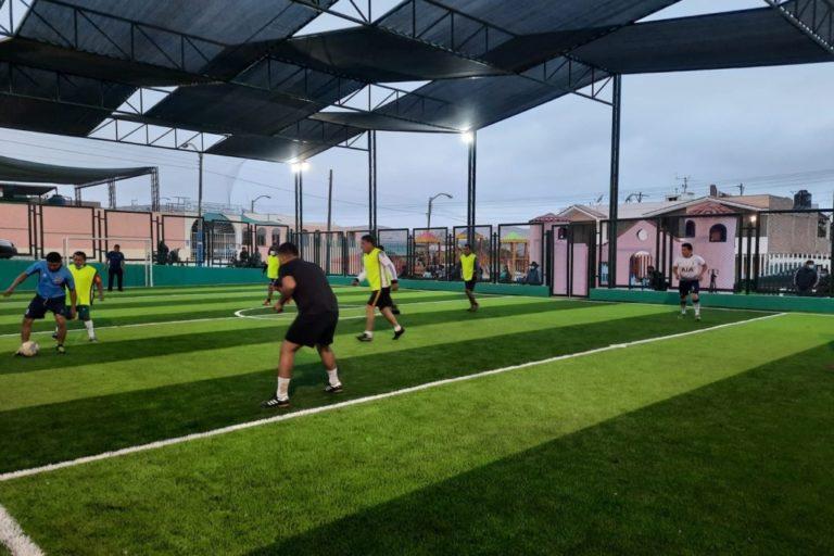 Deán Valdivia: Entregan losa deportiva en Alto Ensenada