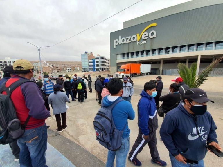 Sindicato de Construcción Civil de Ilo hace plantón frente a Plaza Vea