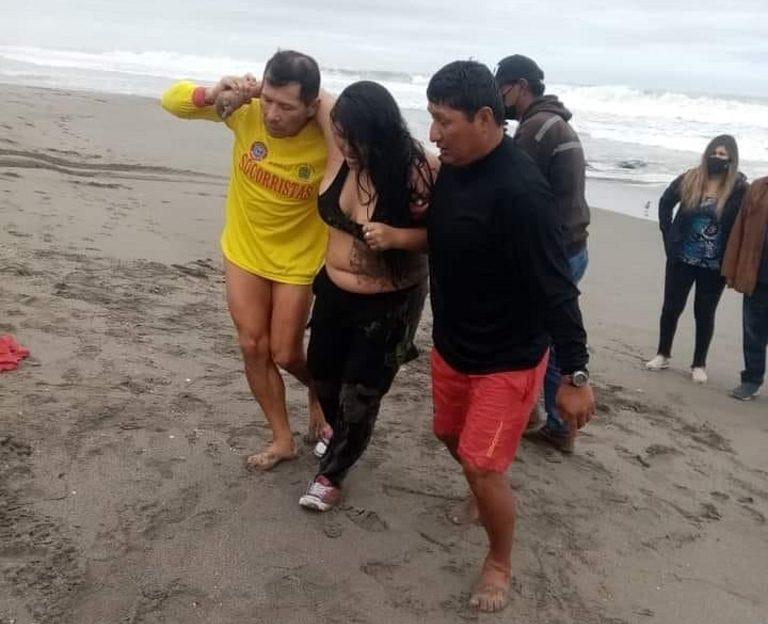 Rescatan a mujer de la segunda playa de Mollendo