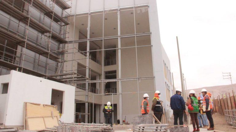 Cocachacra: alcalde supervisa construcción de nueva estructura hospitalaria