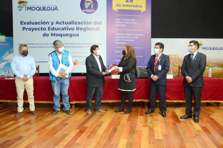 Realizan evaluación y actualización del Proyecto Educativo Regional en Moquegua