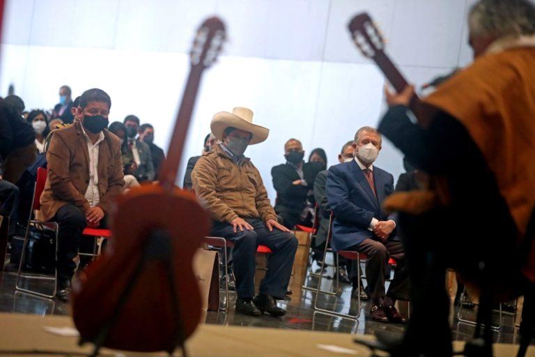 Con guitarra y sin Cerrón