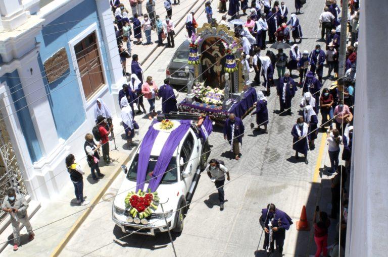 Imagen del Señor de los Milagros recorrió las calles de Moquegua